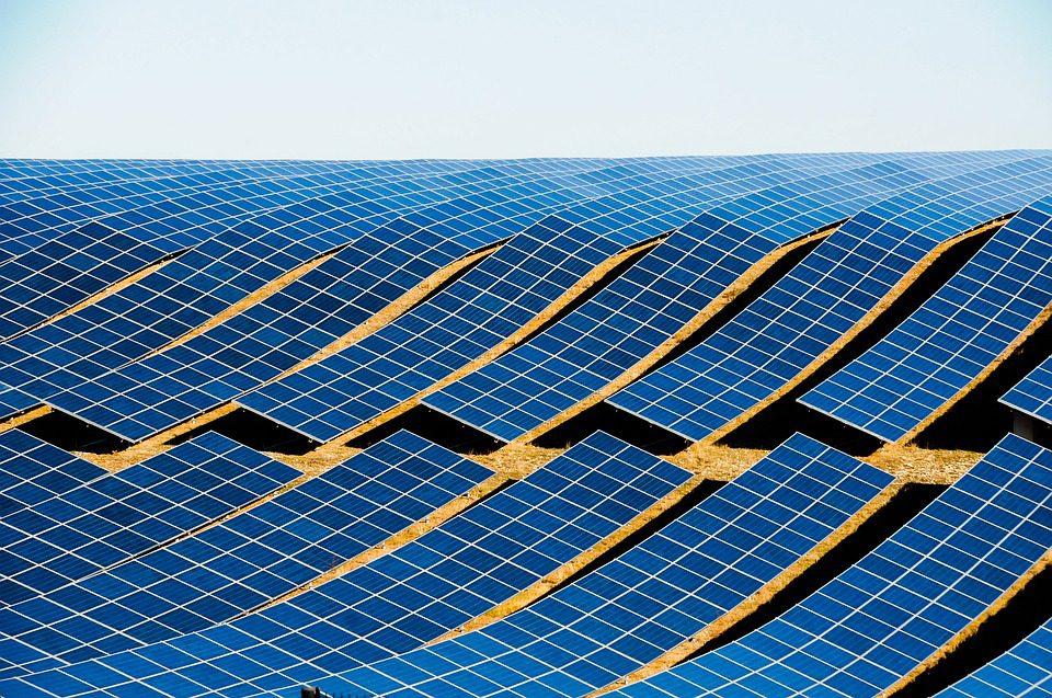 A China responde hoje por 45% do investimento global total em energia renovável.Fotyo: Pixabay