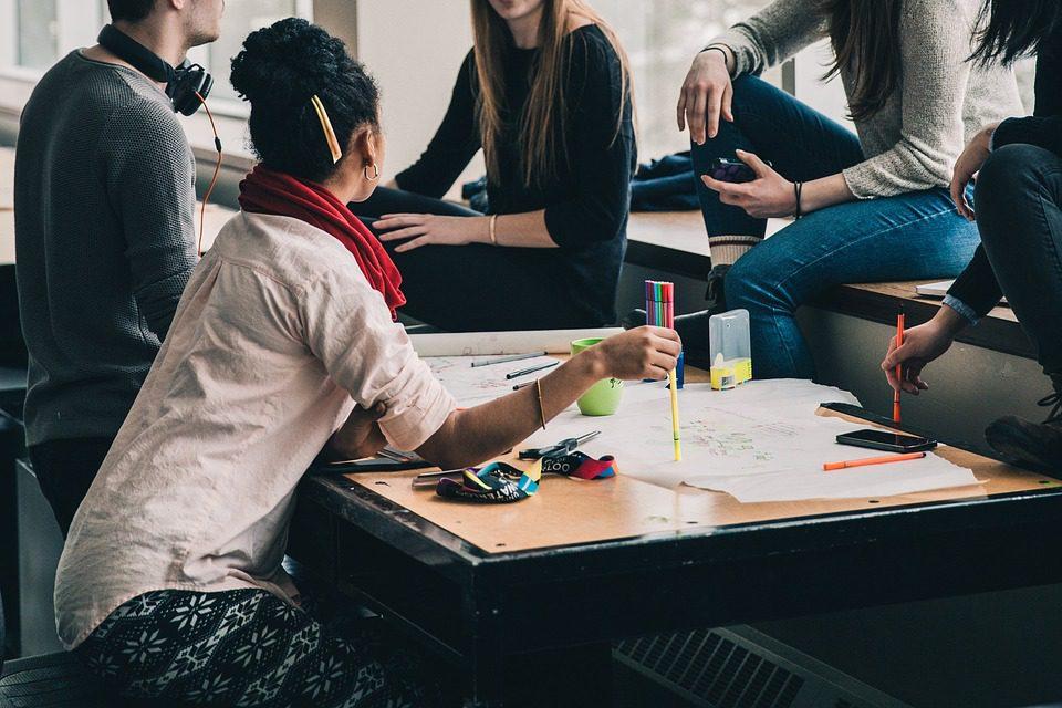 Pesquisa sobre negócios de impacto social constata que mulheres têm maior dificuldade para obter recursos financeiros para a viabilização de  projetos