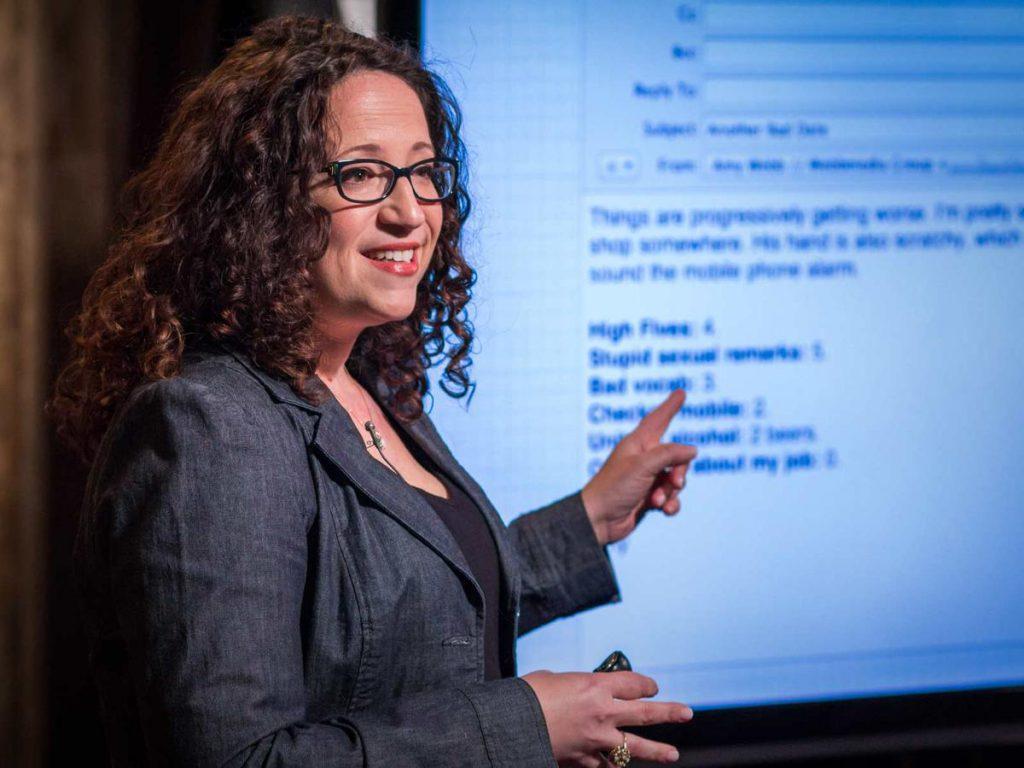 Em seu novo livro, a futurista Amy Webb adverte que as tecnologias de IA colocaram o desenvolvimento da tecnologia em um caminho perigoso
