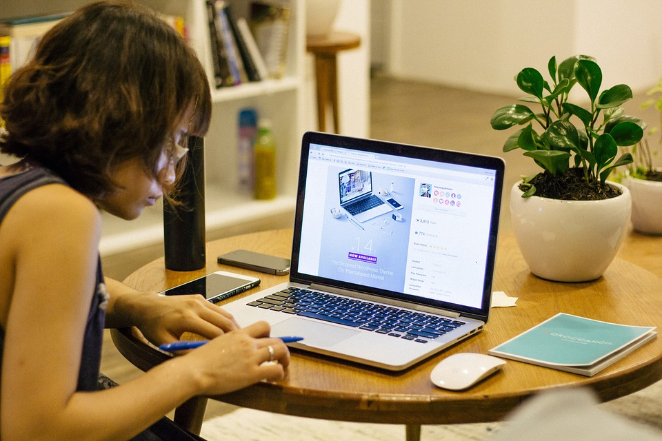 Fazer home office é bom para todo mundo, mas não é tão simples. Para a empresa reduz custos e, se bem feito, aumenta a produtividade. Para o colaborador, oferece flexibilidade e mais qualidade de vida. Foto: Pixabay