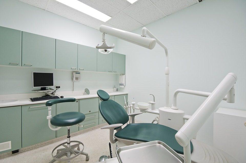 Antigamente, os processos para a prótese do aparelho ortodôntico traziam incômodos, hoje em dia, por meio de um escaneamento oral e da odontologia 3D é possível que a análise seja feita de todos os ângulos. foto: Pixabay