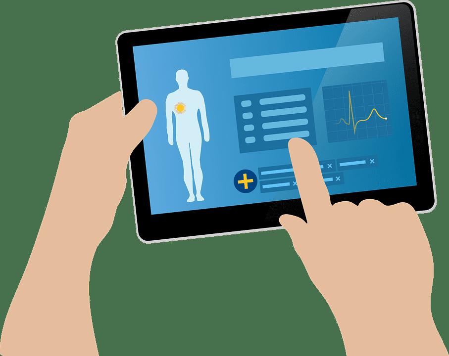 Ilustração de mão segurando notebook simulando atendimento médico telemedicina ou teleconsulta. Ilustração: Pixabay