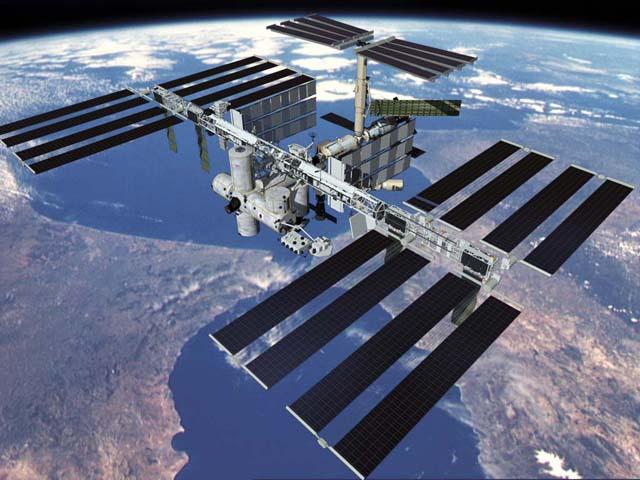 """Uma equipe com pelo menos 12 """"astronautas"""" privados poderá visitar a estação Espacial Internacional, em expedições que podem durar até 30 dias, mediante pagamento antecipado."""