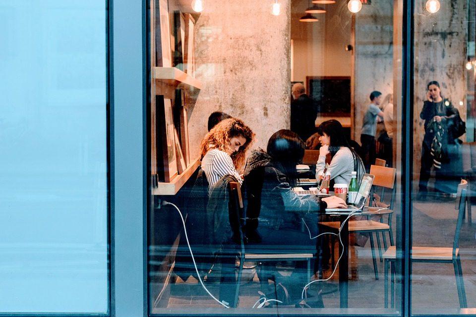 Iniciativas focadas em liderança feminina promovem aumento de renda entre profissionais mulheres. foto: Pixabay
