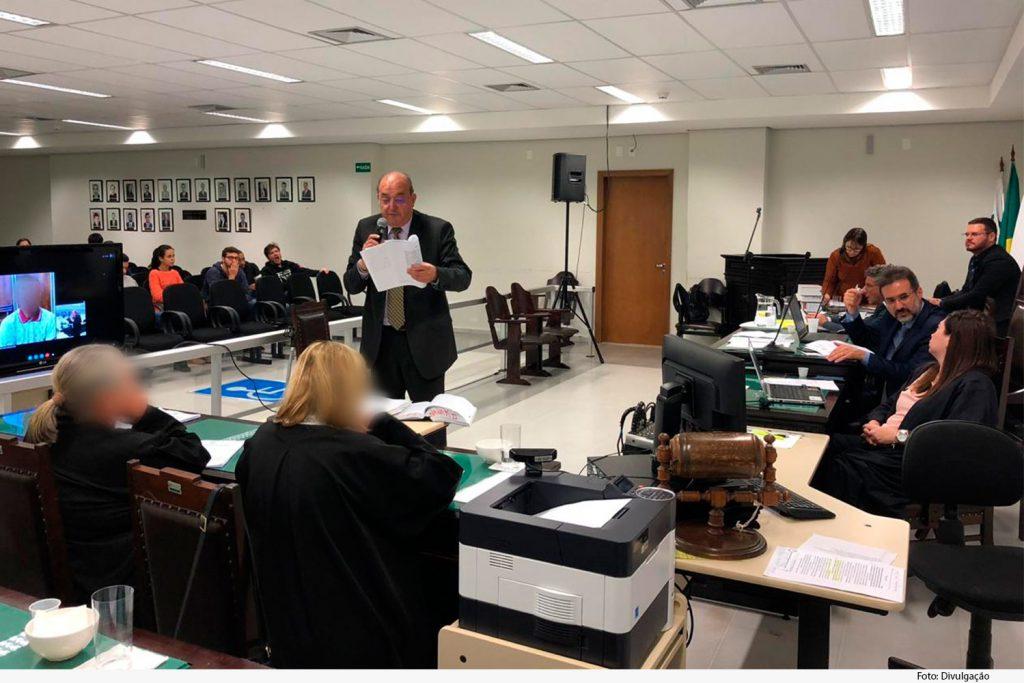 Acompanhamento do processo por videoconferência evitou gastos com deslocamento e segurança do réu, que assistiu o julgamento do Fórum de Campinas. Foto: TJMG