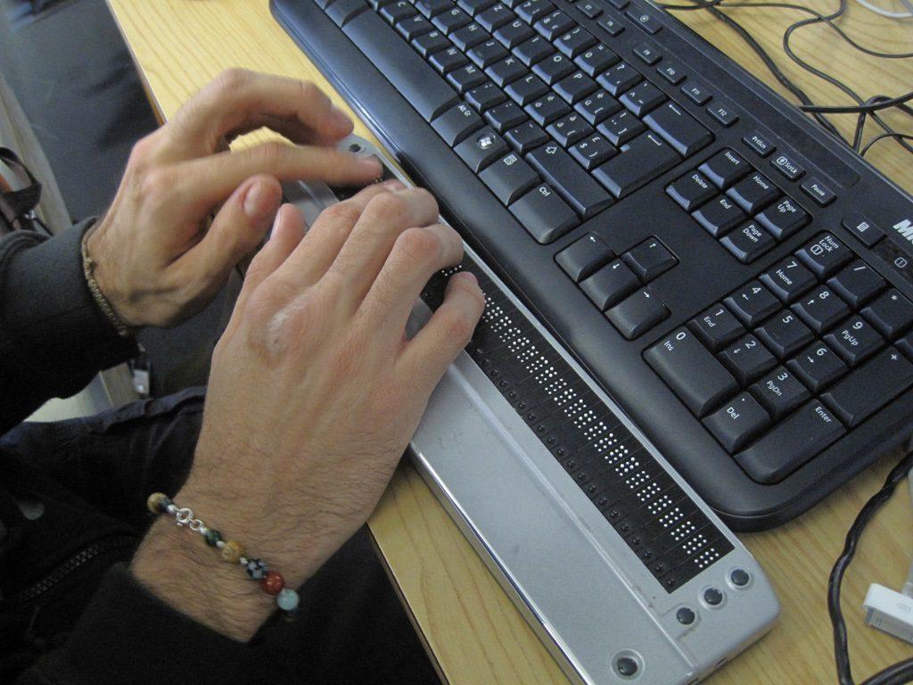 O Braille também avança nas telas. Foto: René Jaun/Flickr.