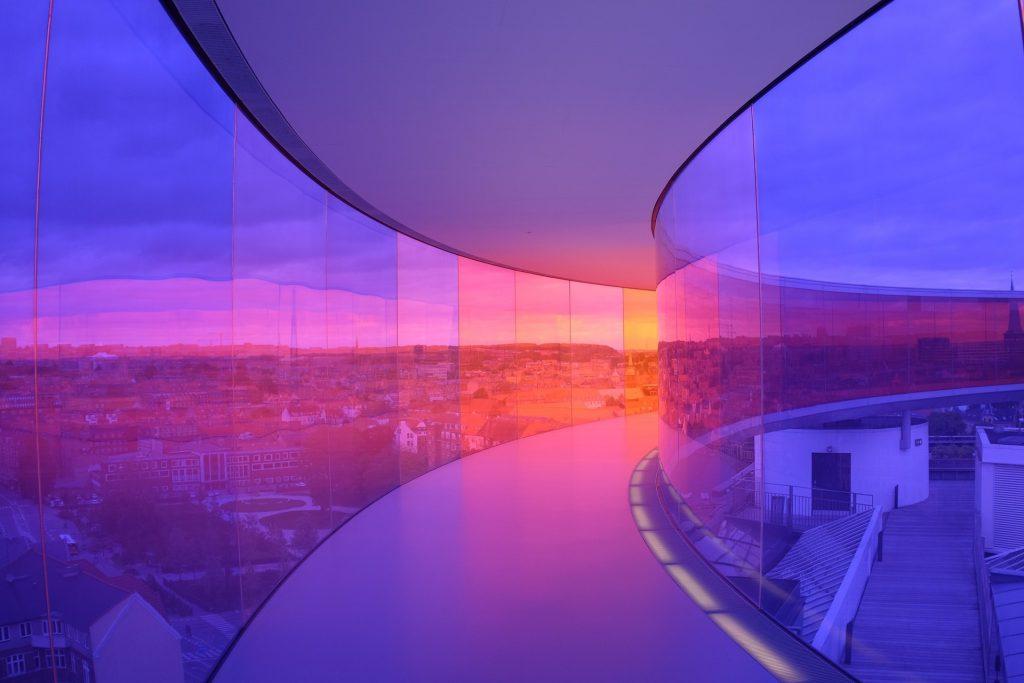 Construções em 2025 realçam a luz natural. Foto por Pixabay.