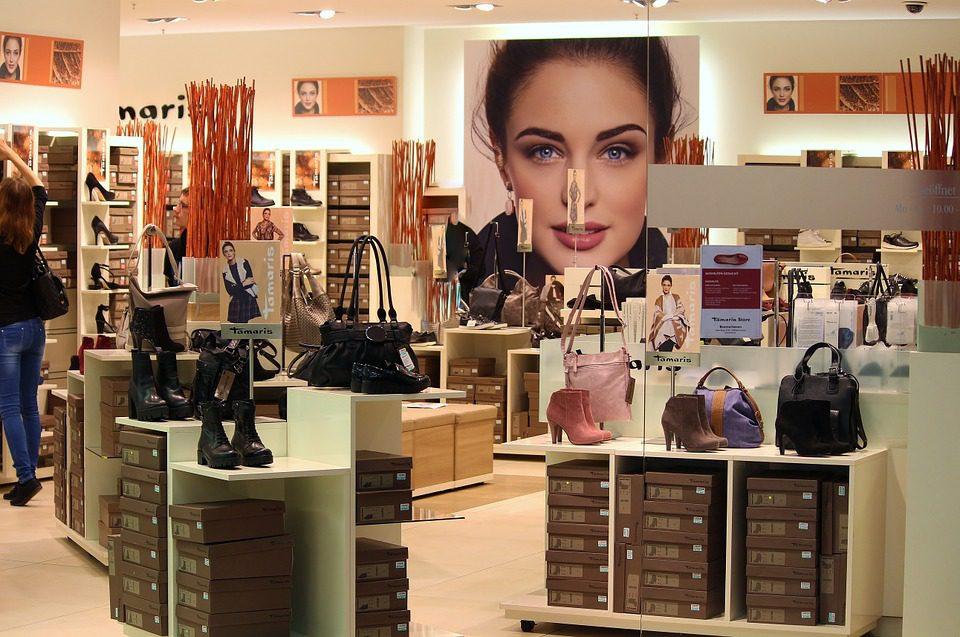 foto ilustrativa visão interna de loja de cosméticos Foto: Pixabay