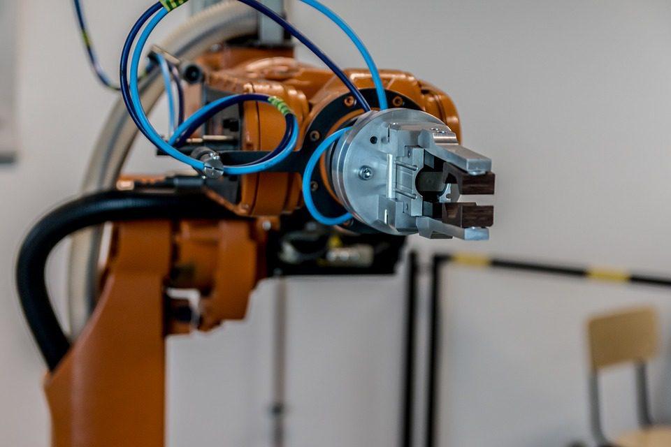 A taxa média brasileira de robotização na indústria como um todo é de 14 robôs para 10 mil trabalhadores, abaixo da média mundial. Foto: Pixabay
