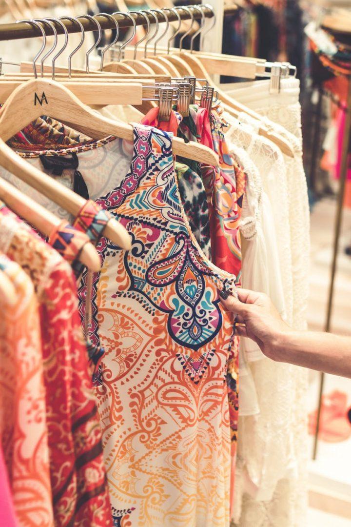 O futuro das roupas também será tecnológico, como tudo mais. Mas quem deve ditar a moda é a indústria criativa. Foto por Artem Beliaikin em <a href=