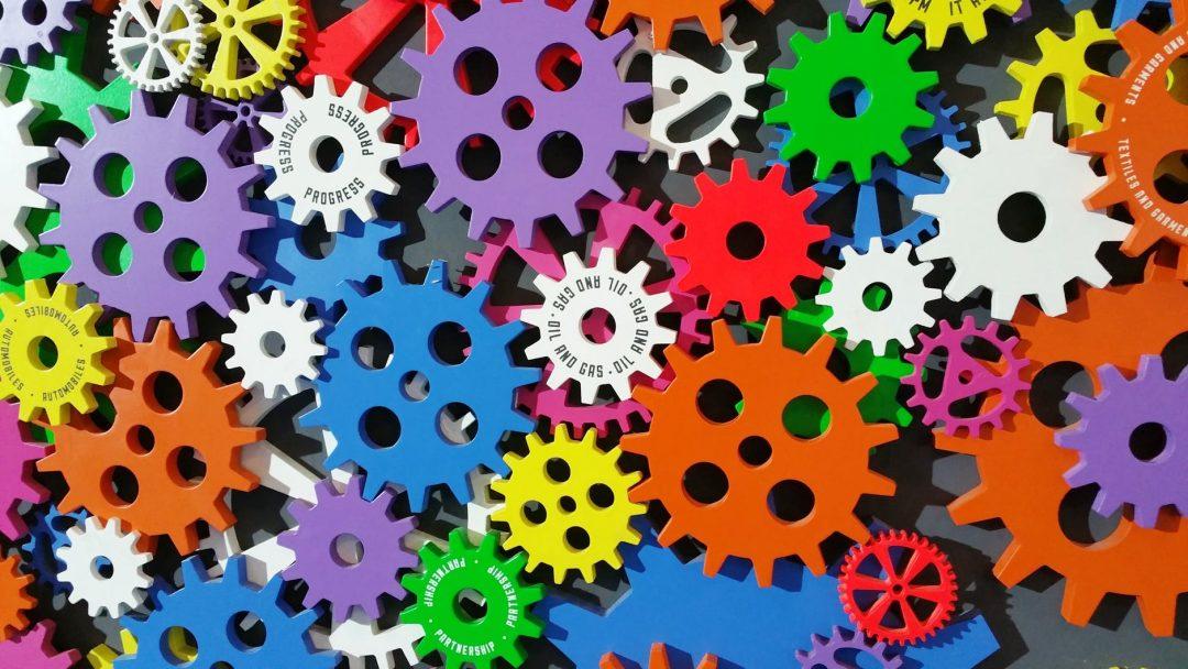 Máquinas precisam do homem. As máquinas podem fazer mais, mas há sempre mais a fazer. Foto por Digital Buggu em Pexels.com