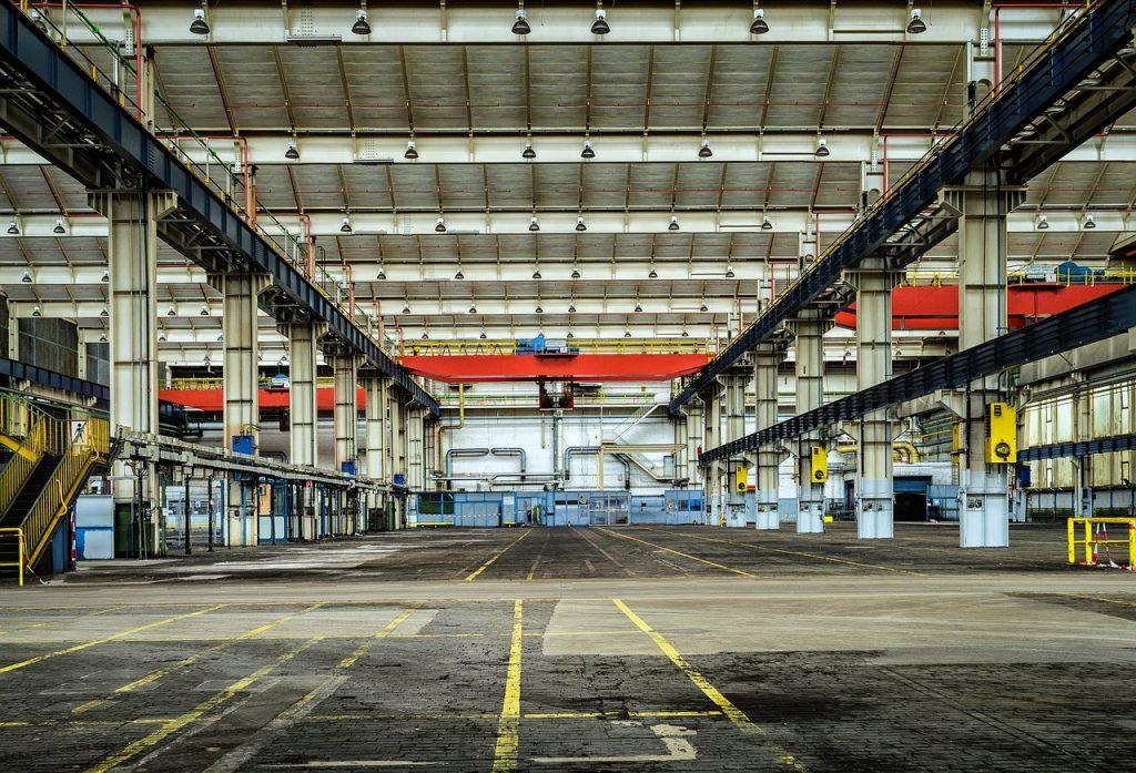 imagem de galpão industrial vazio. Foto: Pixabay