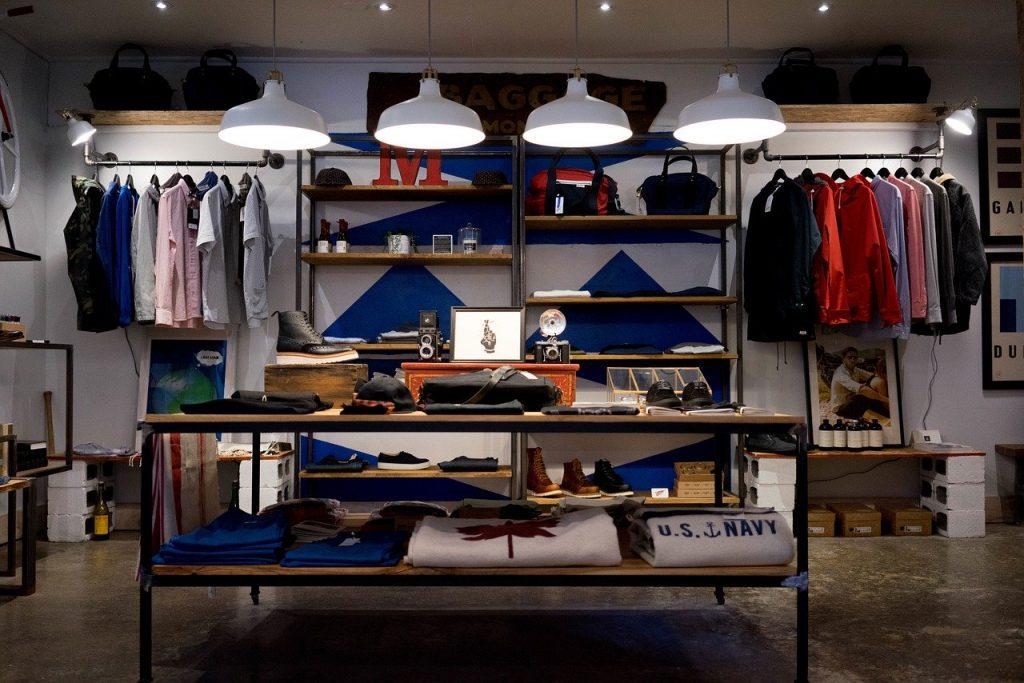 Futuro do consumo imagem de loja de vestuário vazia. Foto Pixabay