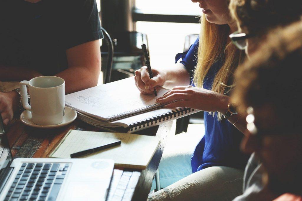 Algumas essências podem ser trabalhadas e vividas independentemente se você está em um escritório com 2 mil pessoas ou na garagem de casa com cinco sócios.