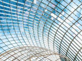 detalhe de prédio de vidro - construção moderna