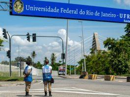 Foto da entrada do campus da Univerdade Federal Fluminense.