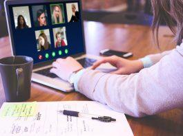 imagem ilustrativa de pessoas realizando uma video-conferência. Foto: Pixabay