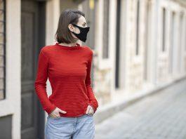 mulher com mascara em passeio público. foto pixabay