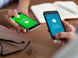 foto de simulação de duas pessoas fazendo transferência de recursos por celulares