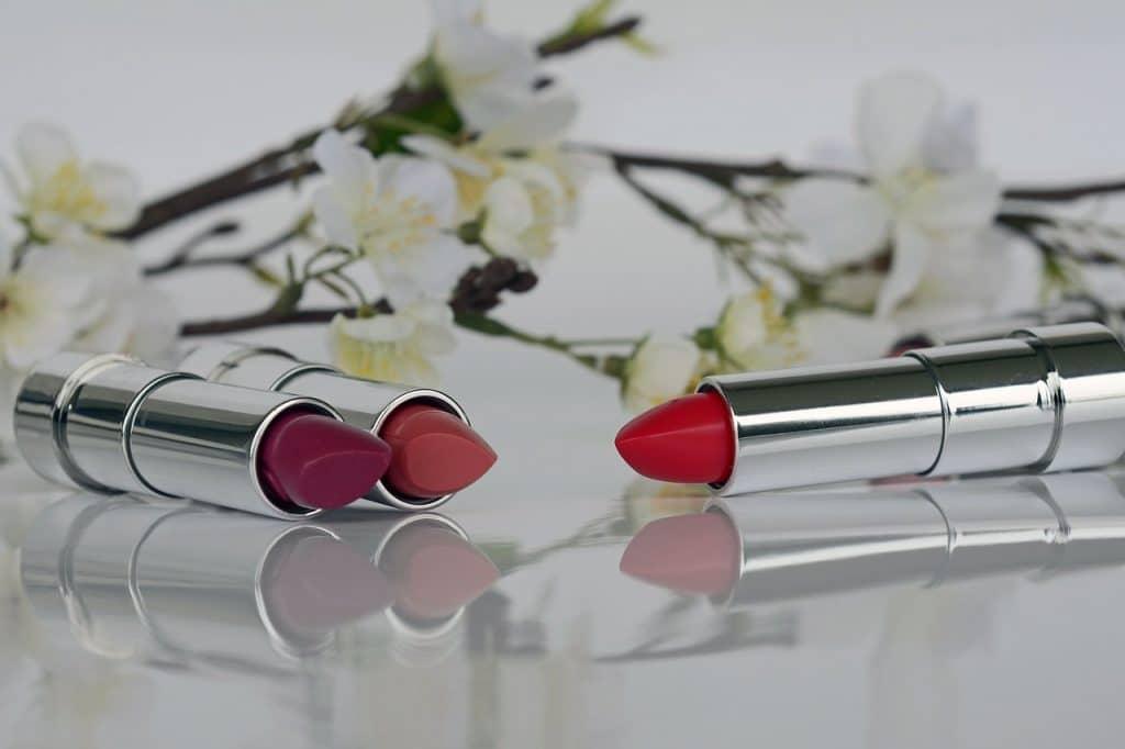 imagem ilustrativas batons e flores - Fonte: Pixabay