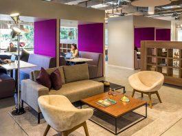 pessoas trabalhando em um espaço compartilhado de trabalho