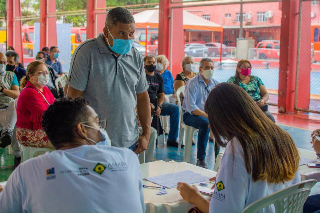 Notas econômicas: a vacinação segue lenta no Brasil. Especialistas sinalizam a preocupação com o aumento dos casos de Covid-19 - Foto Maksuel Martins