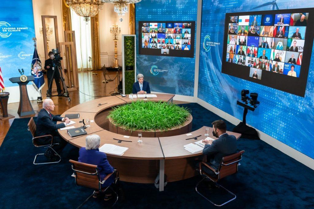 foto do ambiente de discussão sobre os desafios climáticos, na casa branca, sede do governo dos EUA. White House photo by Adam Schultz