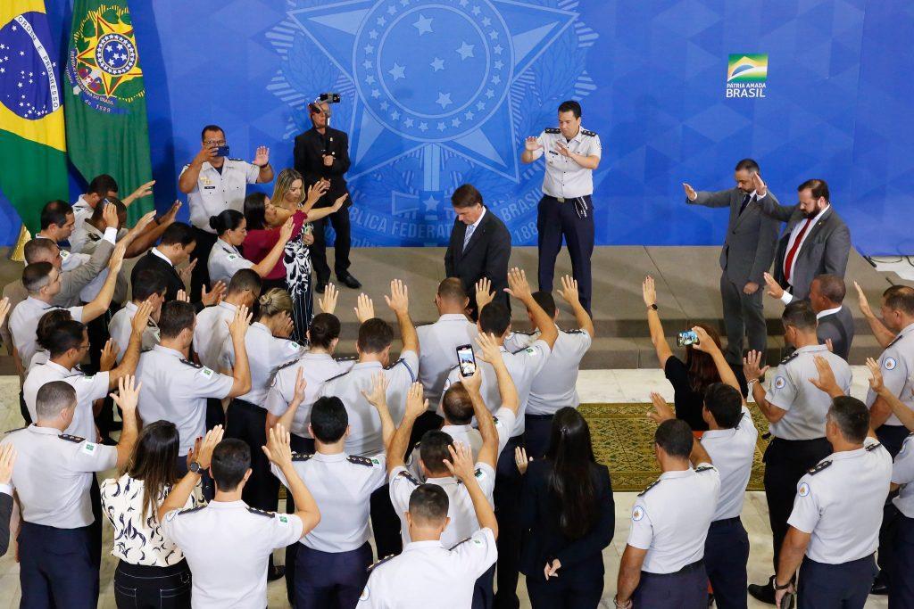 Presidente recebe apoio religioso de militares, que sofrem desgaste de imagem Foto: Anderson Riedel/PR