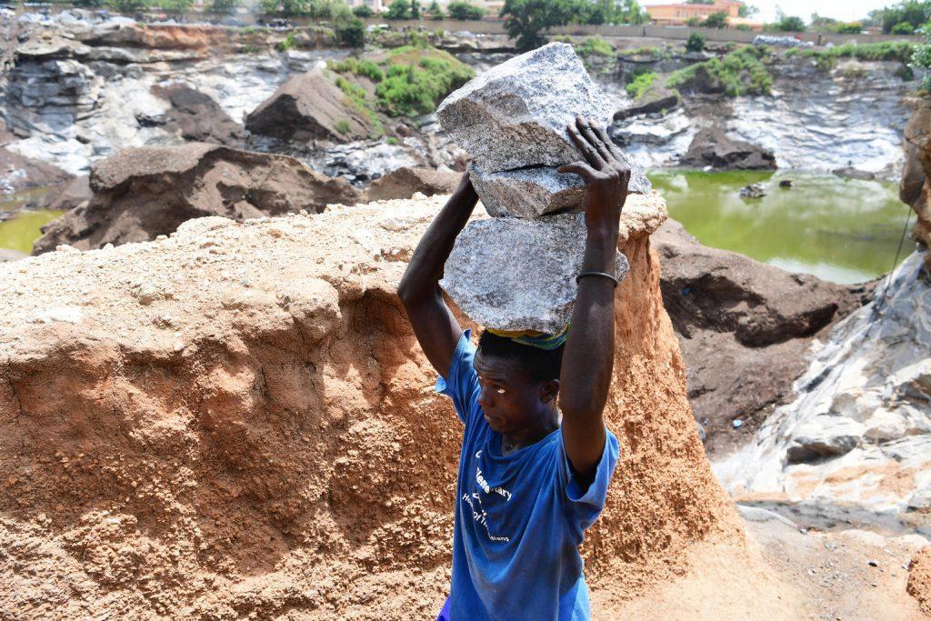Globalmente, 8,9 milhões de crianças e adolescentes adicionais correm o risco de ser empurrados para o trabalho infantil até o final de 2022