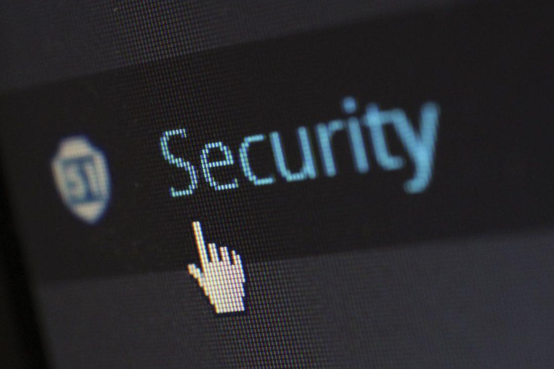 internet screen security protection cibersegurança: imagem ilustrativa com a palavra security