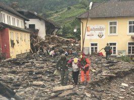 foto: pessoas sendo resgatadas em área devastada por inundcação na alemanha foto: fotos públicas